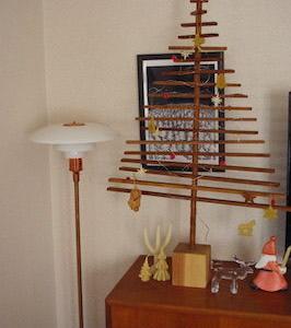 今年も出しました。世界に一つ、北欧家具に馴染むクリスマスツリー☆