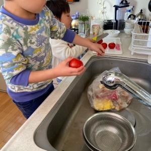 子供達の料理のお手伝い