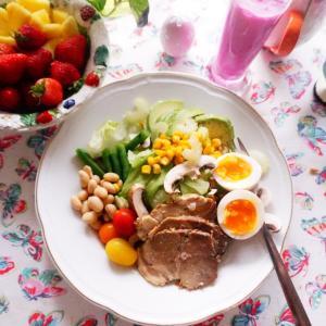 コロナ対策にはカラフルなピタヤスムージーとごちそうサラダでパワーチャージを!