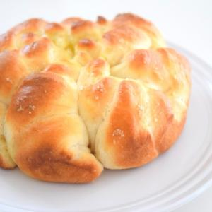 こんがりふわふわ♪ポリ袋とダイソー型でちぎり塩パン♡