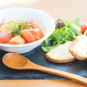 まるごとキューブだしでかぶとブロッコリーのトマトスープの朝食プレート