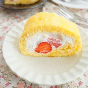 自家栽培いちごで米粉ロールケーキ