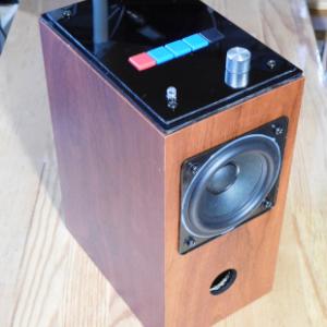 スピーカーボックスの中に Raspberry Pi とオーディオアンプを組み込んで 「radiko」「らじる☆らじる」の受信機にしてみた