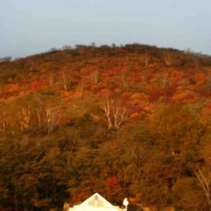 紅葉の那須へ峠の茶屋駐車場の朝⛰
