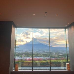 御殿場アウトレットのクリレス「FOOD BAZAAR」&小田急の新設ホテルを訪問。