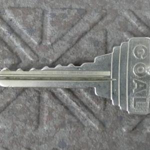 玄関扉の鍵を交換