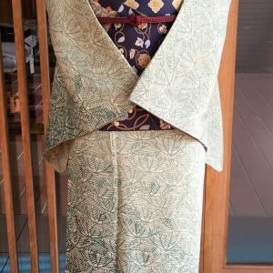 ねこやなぎ色地若松文縮緬附下と墨色地切嵌め花唐草文川島織物製袋帯