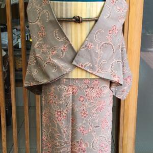 茶地更紗文単衣染紬と蒸栗色地横段文袋帯