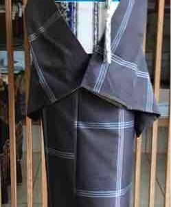 濃グレー地格子文柿渋染紬とベージュ地更紗文紬なごや帯