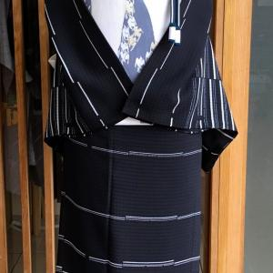 黒地変わり横縞文紗訪問着と白地霞千鳥文姫野織物製絽袋帯地