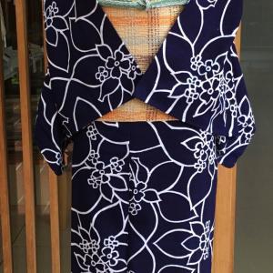 濃紺地花文綿絽浴衣とベージュ地カラフル格子文羅八寸なごや帯