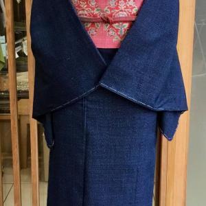 藍地亀甲文結城紬と濃ピンク地更紗文大浦紫山製なごや帯