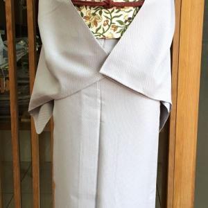 【単衣】薄灰地蚊絣文お召と白地花唐草文なごや帯