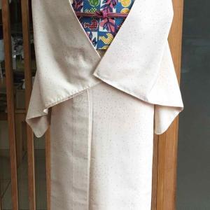 【単衣】ベージュ地色蚊絣文塩沢紬と青地果物格子文型染縮緬なごや帯