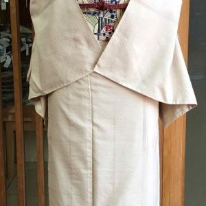 【単衣】ベージュ地蚊絣縞文紬とベージュ地幾何学文なごや帯