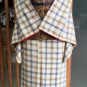 生成地格子文紬と黄土色地更紗段文纐纈染袋帯