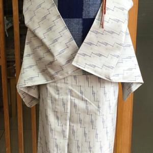 白灰地十字絣文藍染単衣紬と青地市松文紬八寸なごや帯