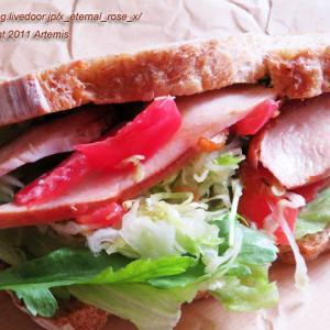 新オープン イートインもできる 天然酵母パンと焼き菓子のお店 オぷスト (Obst)カンパーニュのスモークチキンサンド ヨガ教室 YUIMA YOGA