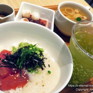ナナズ グリーン ティー イオンモール岡山店 (nana's green tea)天然鮪とアボカドの とろろどんぶり