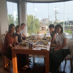 別荘で食事会です。
