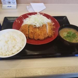 和歌山県の国体道路のためにあるかつやでロースカツ定食食べました