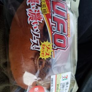 焼きそば UFO がコラボしたパンがコンビニで売っていたので買ってみました