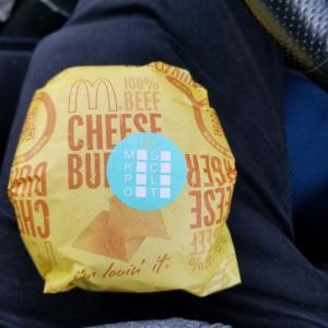 和歌山県にある湯浅町のマクドナルドでチーズバーガー買いました