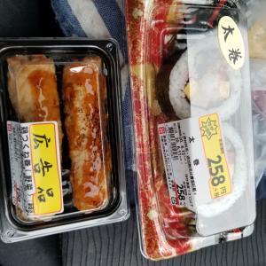 和歌山県の有田川町の広岡で太巻きと鳥つくね棒を食べました