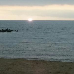 土日・・・いつもの松太枝浜でキャンプと沖釣りでいつも通りにダメダメ。