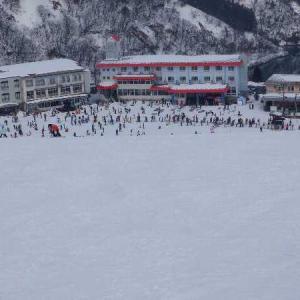 今日も牛岳スキー場へ。激混みざんす。