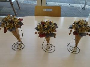 コルクの花の円錐アレンジ:まちなか教室