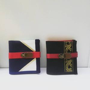 カードと紙幣の二つ折り財布