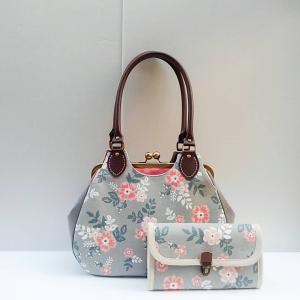 花柄帆布のがま口バッグと長財布