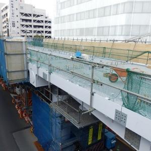 川越駅西口の歩行者用デッキには、ホテルの前へ下りる階段が設置された