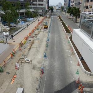 複合施設「U_PLACE」前の歩道は削られ、大きなU字が現れた
