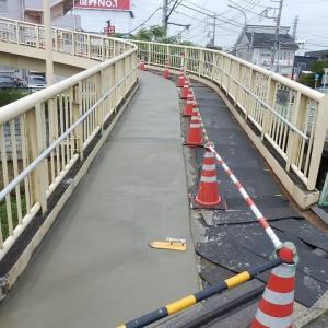 跨道橋 コンクリートで舗装中(小仙波跨道橋)