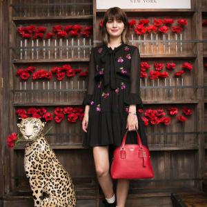 マギーさん愛用「ケイトスペード」スパンコールチェリー柄シャツドレス