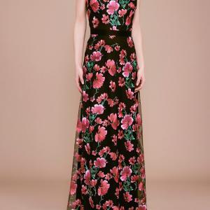 前田典子さん着用「タダシショージ」花柄ロングドレス