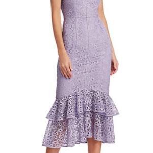 春にぴったりなラベンダーカラーのレースドレス