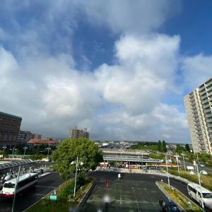 和泉中央歩行者専用通路で朝のご挨拶