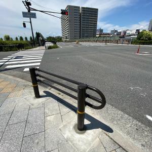 「和泉中央駅東交差点」で歩道の防護柵設置が完了