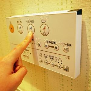 シャワートイレの側面スイッチは意外に邪魔な問題