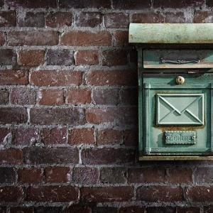 [イエマガ更新!家づくり日々勉強]雨に当たらず郵便物が取れる玄関