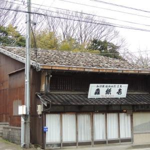 板葺き石置き屋根の町屋