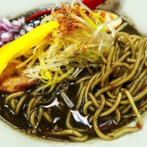 ブラックカレー麺 ~十二分屋さんハロウィン特集の色使い~