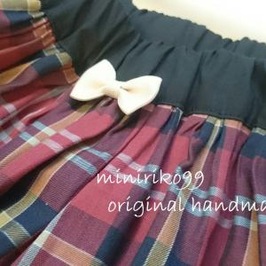 やっぱりカワイイ♡鉄板の赤いスカート。