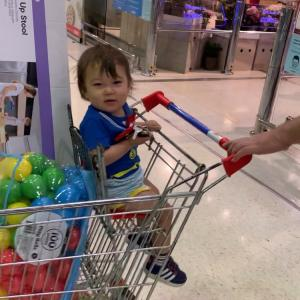 Kmart産 子供が立てるスツール