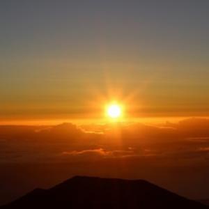 太陽は朝と夕では色が違う