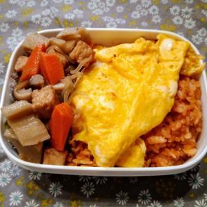 オムライスと鶏肉のカシューナッツ炒め