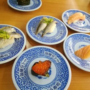 """▼特大切りの""""生サーモン""""が半額で食べられるょ!「超豪華北海道フェア」が始まった『くら寿司』へ▼"""